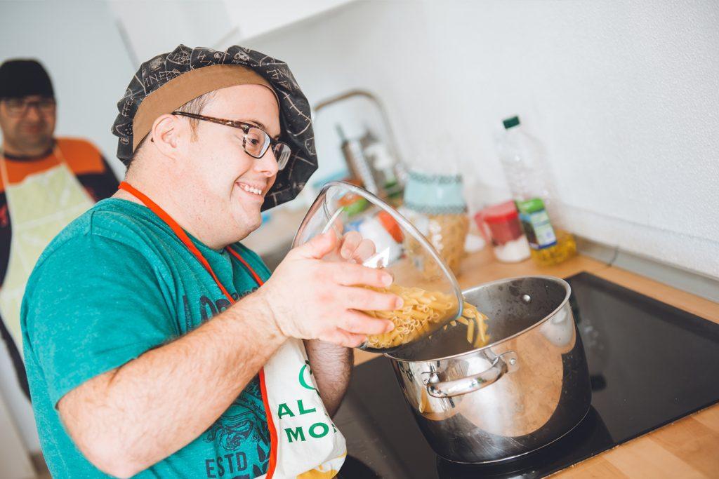 Cocinando en minipiso